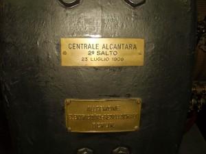 """2A - Targhetta turbina eccitatrice, oggi situata al """"museo della tecnica elettrica dell'università di Pavia"""""""