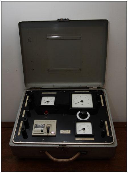 Strumento per vari misurazioni di terra anni 60