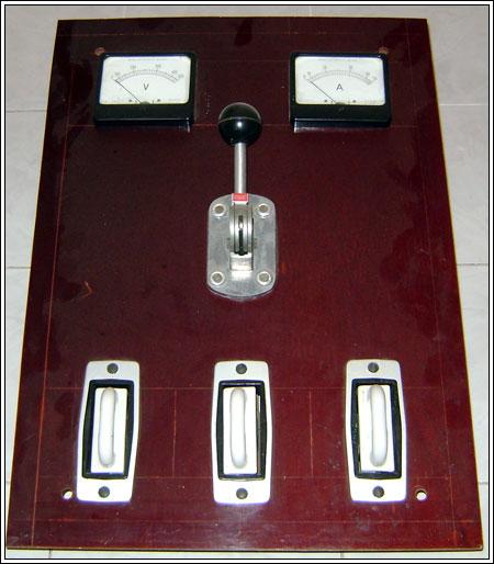 Sezionatore e fusibili  quadro in bachelite anni 60